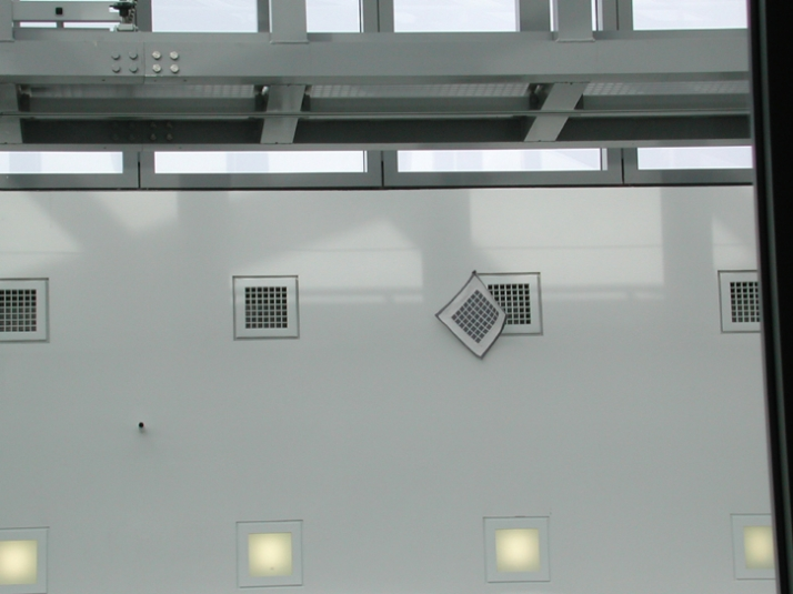 Ventilation grid wool M 1:1 2000 27 x 27 cm Installation at Hamburger Kunsthalle Photographer: Ottmar von Poschinger