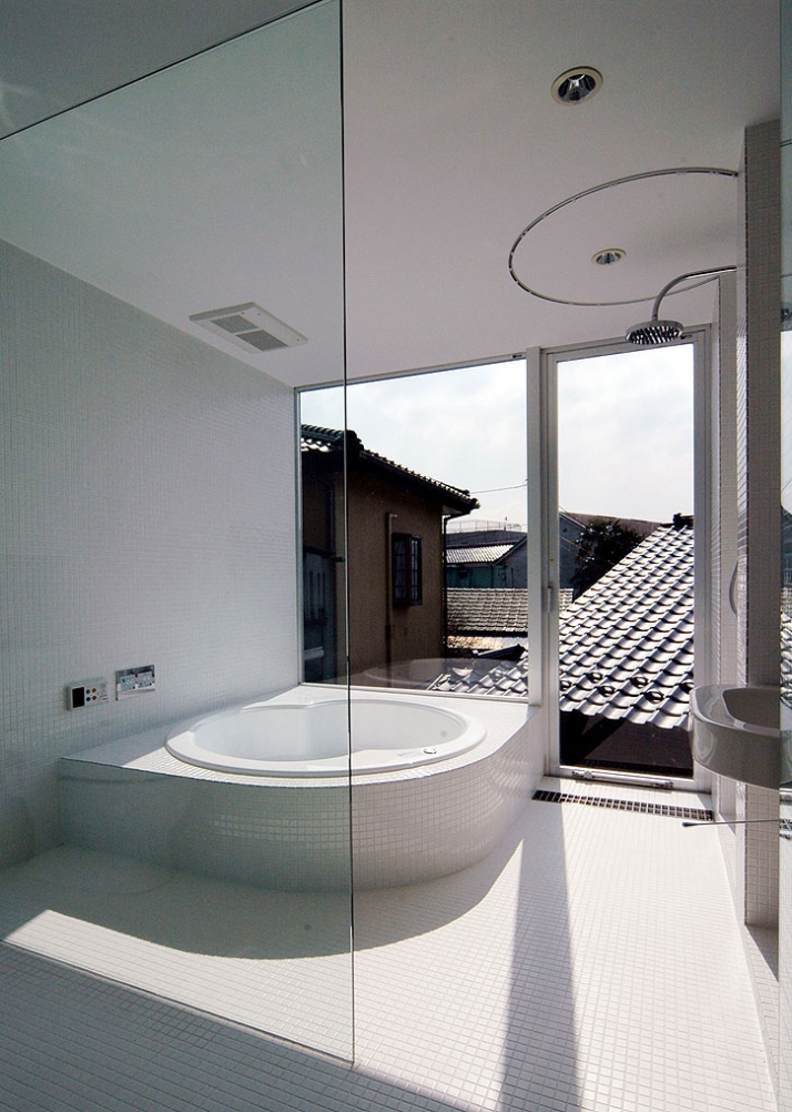 bathroom / photo ©  Teruo Miyahara