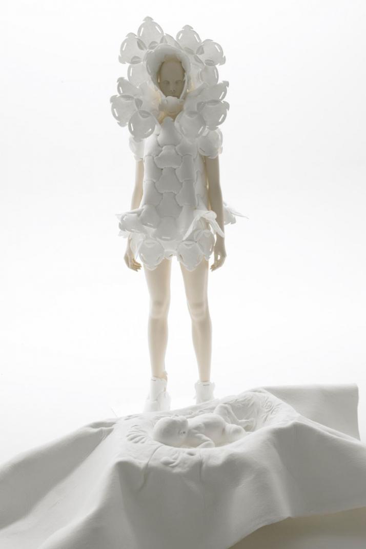 COCOON CRADLE - MOTHER PIECE by Kosuke Tsumura for TOKYOFIBER09
