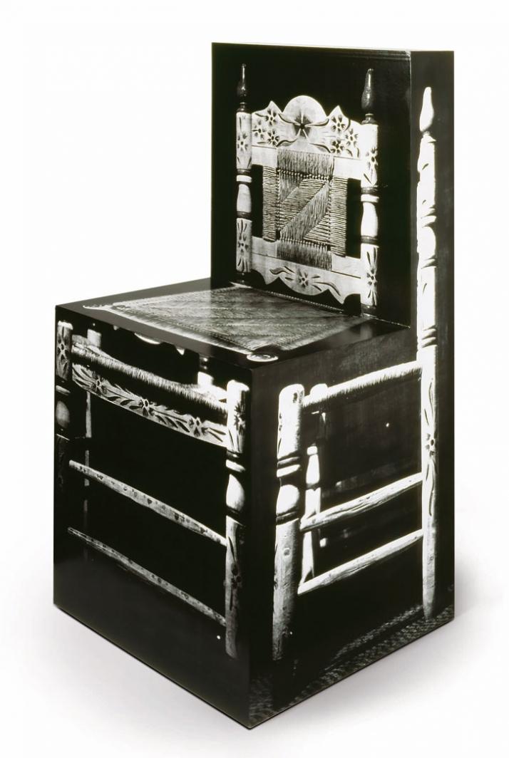 Richard Artschwager, Chair, 1965 - 2000 Acryl, Fotografie auf Papier und Holz 102,9 x 52,1 x 50,8 cm Edition von 6 Courtesy Monika Sprüth Philomene Ma