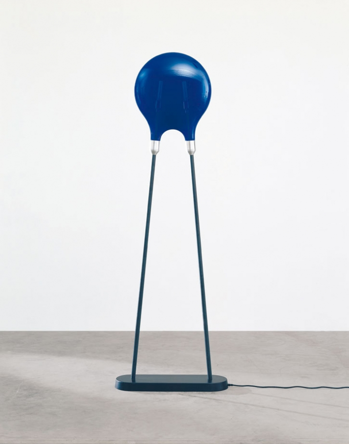 Marc Newson, Diode Lamp (large - blue), 2006 220 x 74,3 x 24,1 cm Glass, Aluminium, Carbon fiber Edition von 10 Courtesy Gagosian Gallery, New York, (