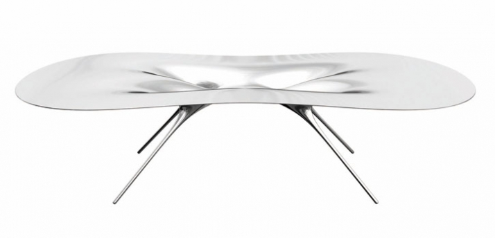 Ross Lovegrove, Liquid Megabioform Table, 2007 Poliertes Aluminium 72 x 290,8 x 162,5 cm Edition von 6 Courtesy Ross Lovegrove, Lovegrove Studio, Lond