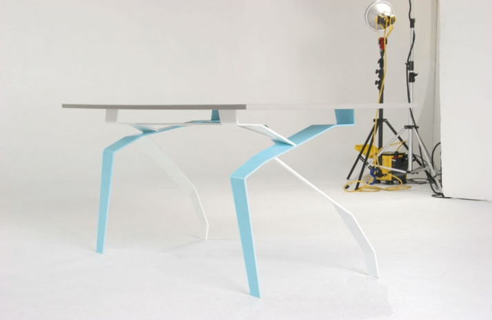 Kram/Weisshaar, Breeding Table, 2003 - ongoing Baustahl, lasergeschnitten und gebogen, Chrom verspiegelte Glasfläche 80 x 160 x 74 cm Courtesy KRAM/WE