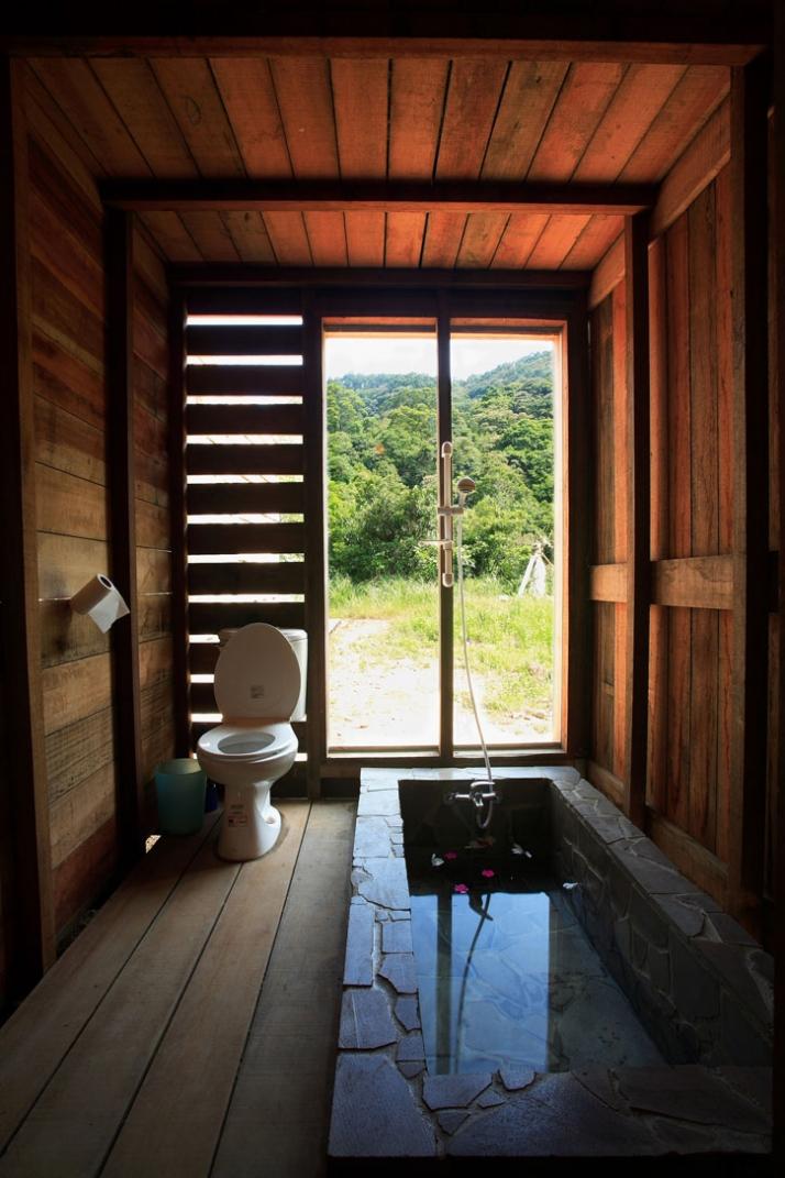 bathroom /// photo © AdDa