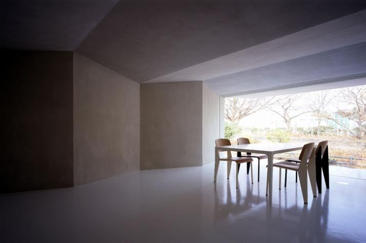 dining & living room // photo © Toshiyuki Yano [ Nacasa&Partners Inc.]