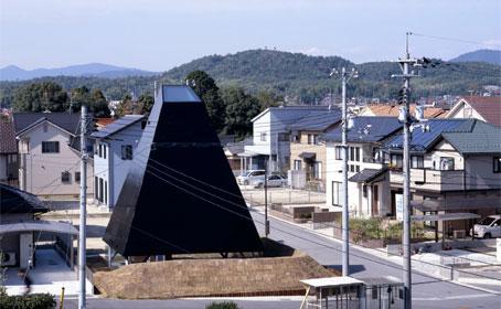 view toward facade // photo © Toshiyuki Yano [ Nacasa&Partners Inc.]
