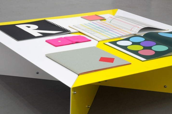 Richard RothSioux City Table Powder coated steel 25 x 92 x 92 cm