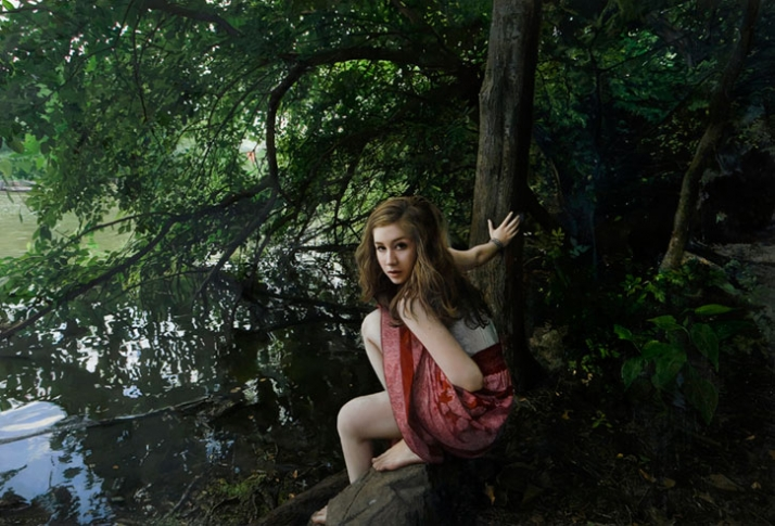 Yigal Ozeri Untitled; Megan in the park, 2009 Courtesy of Mike Weiss Gallery, New York