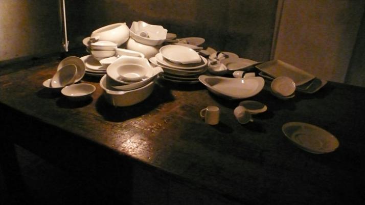 Artist: SAM BARON Title: A Table Date: 2009 Materials: porcelain  photo: Luisa Ribas