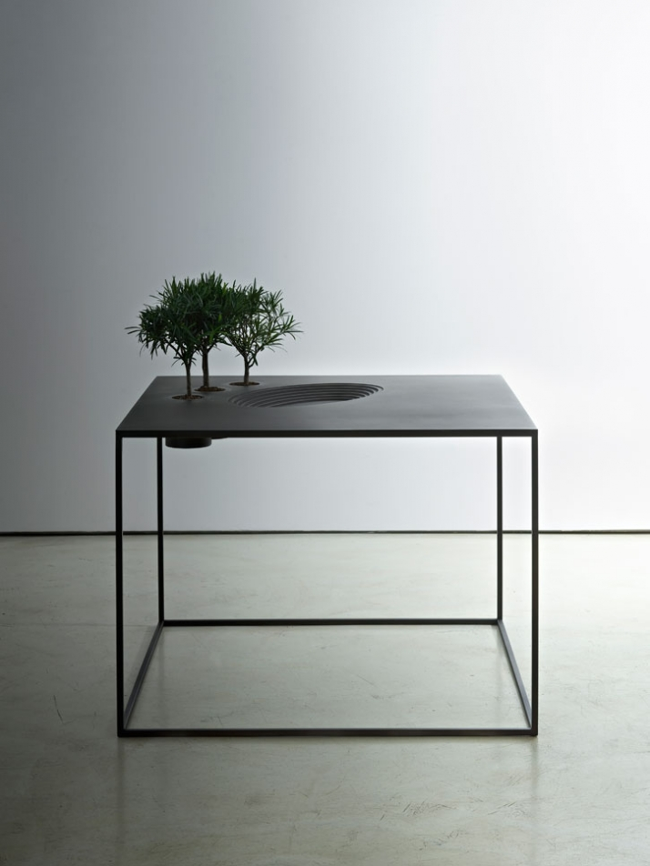 Limited edition. Anfiteatro Production year: 2009 Finishings: Cast iron Size: 100 x 100 x h 75 cm Photo by Santi Caleca