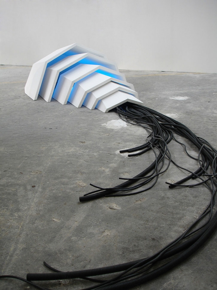 Bug, 2009, mixed media, 60 x 120 x 250 cm,  © Matthias Männer, Courtesy Gallery Dina4 Projekte, Munich