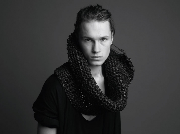 MEM 0014 // Hooked leather scarf Image Courtesy of Mode en Module