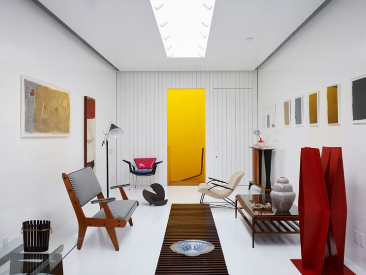 111m², Kesley Caliguere Antique Shop, Sao Paolo, Brazil // 2007 Image Courtesy of Isay Weinfeld