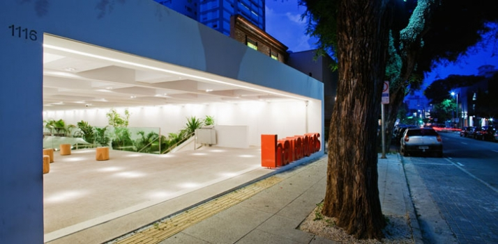 300m², Havaianas, Sao Paolo, Brazil // 2009 photo © Nelson Kon // Image Courtesy of Isay Weinfeld
