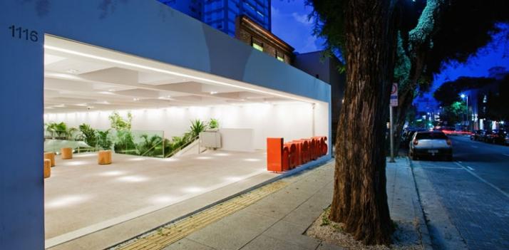 300m², Havaianas, Sao Paolo, Brazil // 2009 photo © Nelson Kon // Image Courtesy of Isay Weinfeld