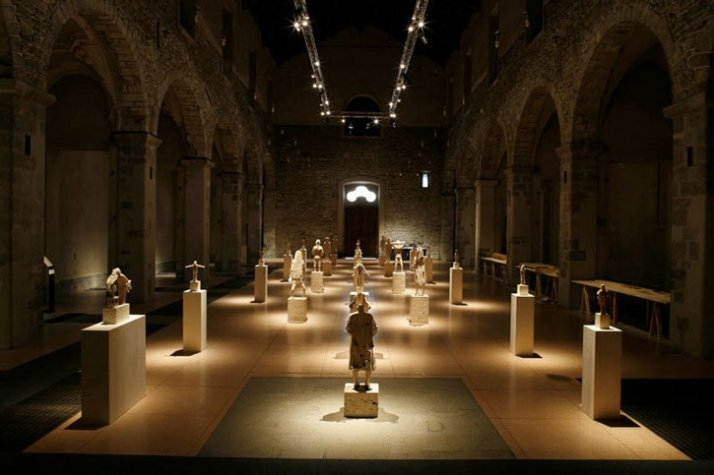 """Exhibition arrangement of the solo show: """"Love at first touch: Gehard Demetz"""", curated by C. Antolini, 2009,  in a former San Francesco church, Como,"""