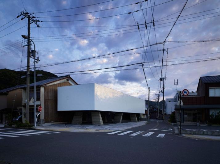 photo © Toshiyuki Yano