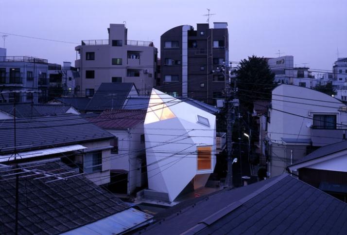 photo © Makoto Yoshida