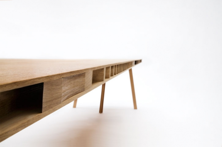 R1000 trestle table (detail) // photo © Ricki van der Tas