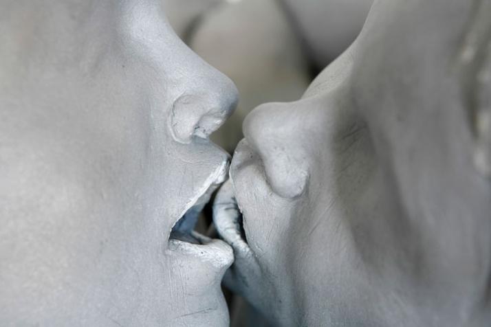 Kuss II (detail) © Gregor Gaida, 2008 80 x 50 x 40 cm aluminium, lacquer