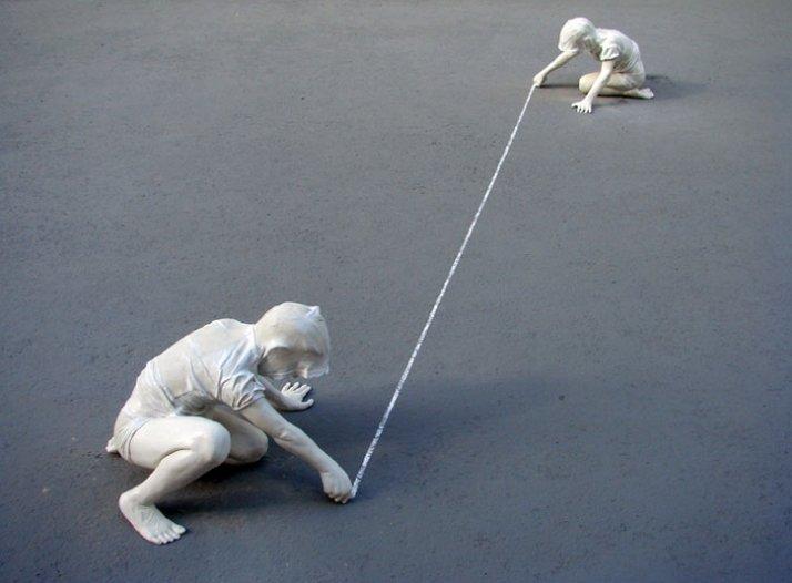 Kind und Kreide III © Gregor Gaida, 2008 each 75 x 65 x 55 cm polyester resin, sprayed lacquer (edition of 3)