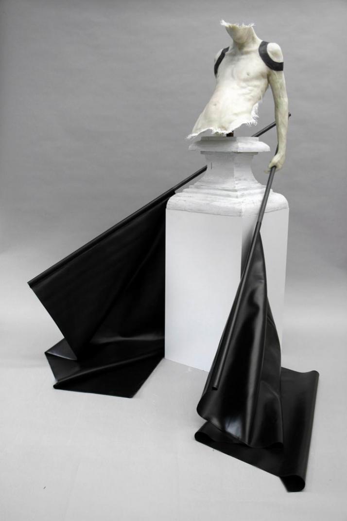 Rest von Schwarz © Gregor Gaida, 2008 200 x 180 x 195 cm polyester resin, wood prayed lacquer, iron