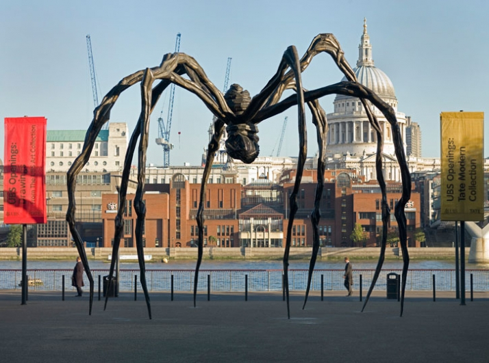 Louise Bourgeois' Maman (1999) on the North landscape at Tate Modern in 2007Image Courtesy of Tate Photography Louise Bourgeois, Maman, 1999  365 x 35