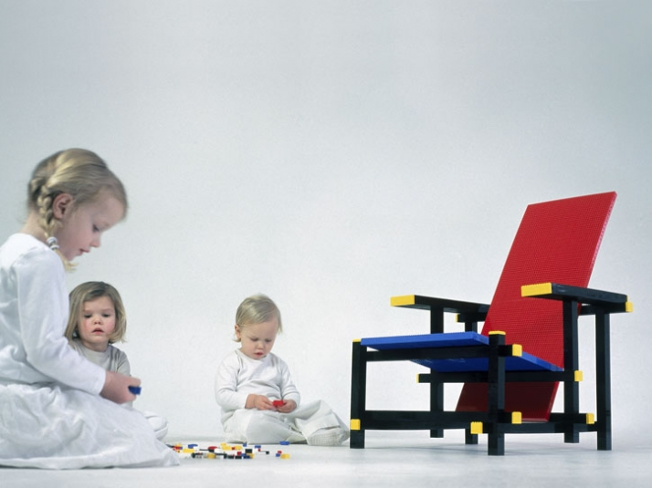 Red blue Lego chair for Droog by Mario  Minale photo by: Robaard/Theuwkens Styling by Marjo Kranenborg, CMK