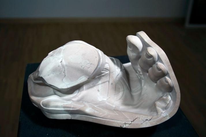 Hermes twisted foot, 2009, marble, 13 x 28 x 20 cm Courtesy of Galleria Rubin (c) Affiliati Peducci/Savini, photo by Martino Gerosa