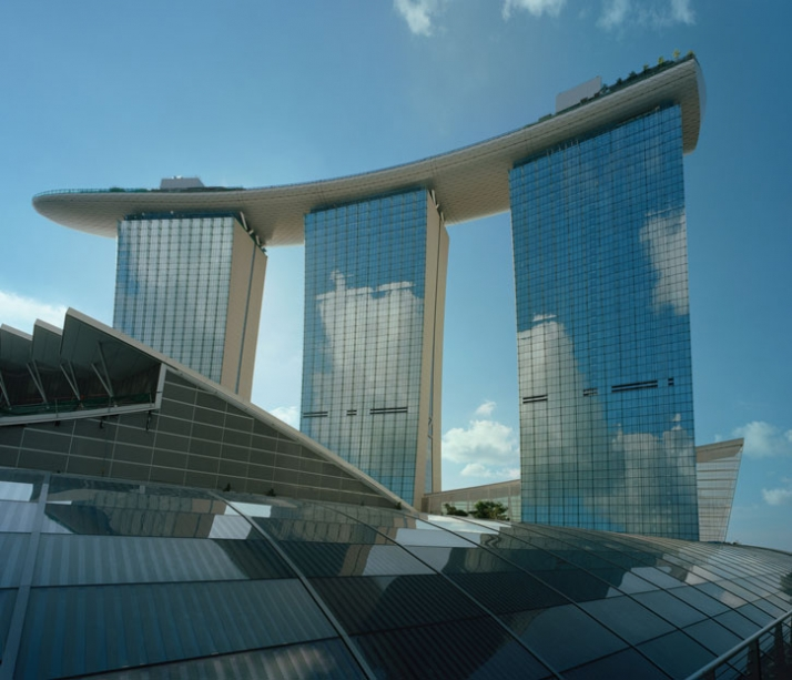 150 meter outdoor infinity pool marina bay sands yatzer - Hotel with swimming pool on roof singapore ...
