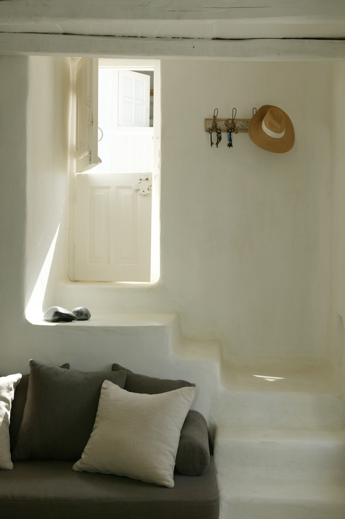 decordemon prived house in tinos greece