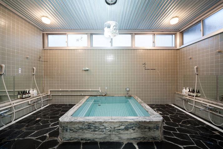 Bathroom gallery of LLOVE, photo (c) 太田拓実 / Takumi Ota.