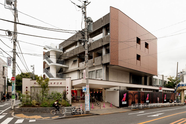 Exterior view of LLOVE, photo (c) 太田拓実 / Takumi Ota.