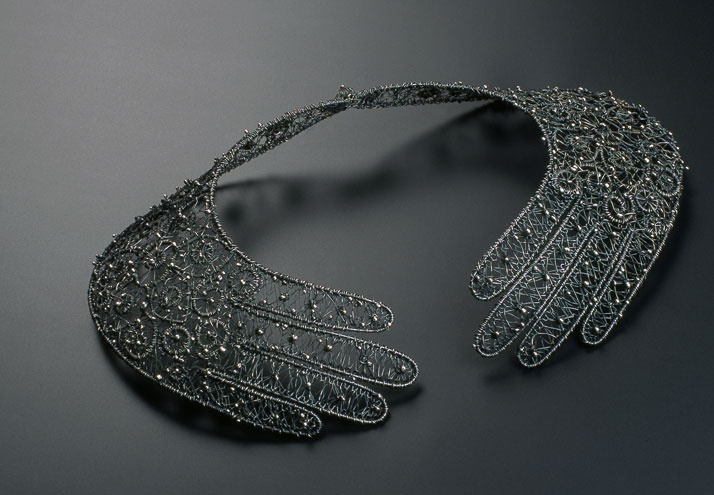 Necklace 1995 // Silver, purchased by the museum ''Les Arts Décoratifs''photo © Diederik van der donk