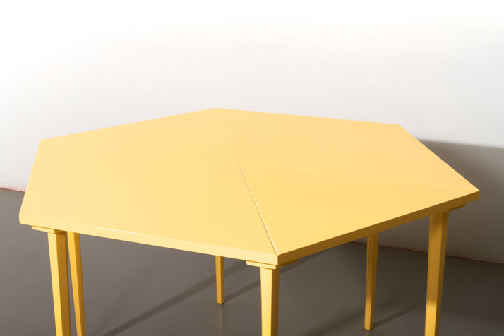 Table by Anni Arnefjord The matter of making room Measurements // l 1200 × w 1400 × h 750 mm photo © Beckmans College of Design