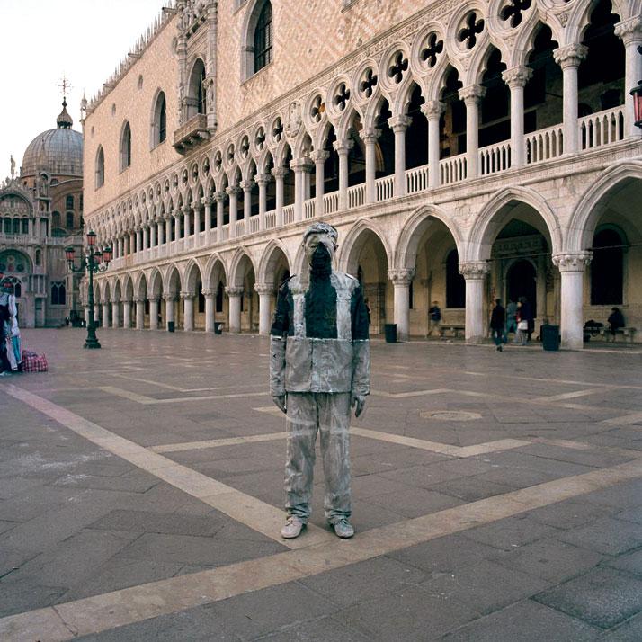 Piazza San Marco, 2010, © Liu BolinCourtesy of Eli Klein Fine Art Gallery
