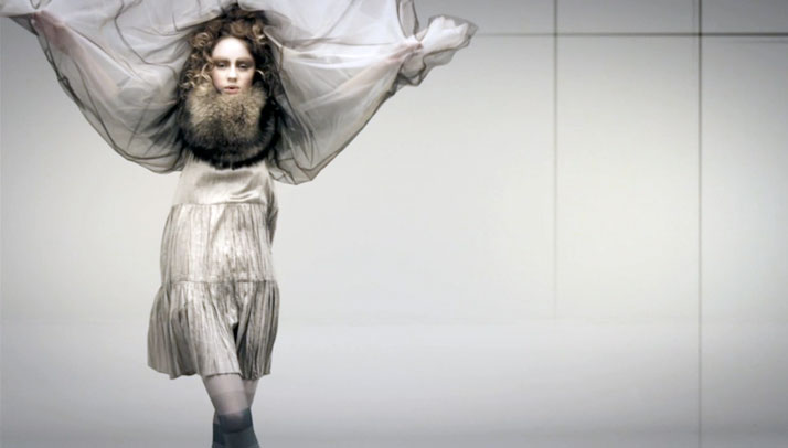 Fur Collar and Cape: Spaksmannsspjarir / Dress: Farmers Market / Tights: KronKronvideo screen shot