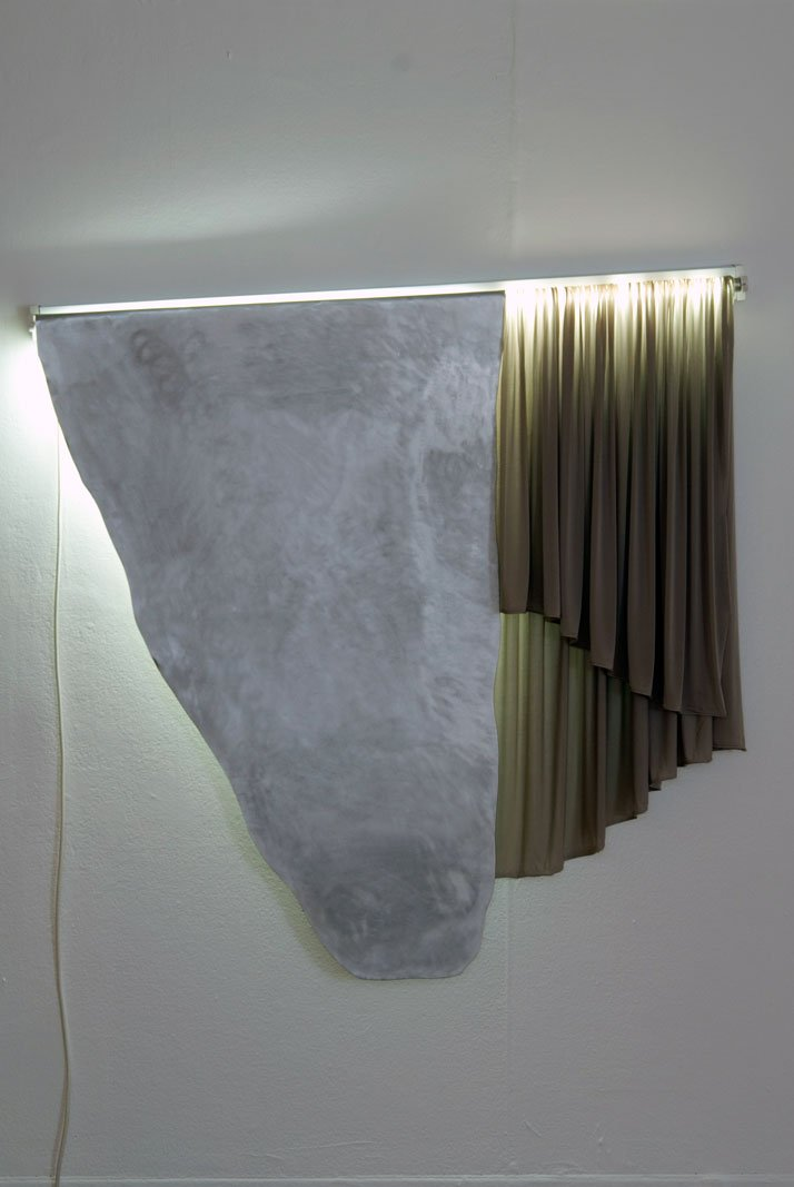 Good Fall, fluorescent tube, aluminium, cloth 2010  //  © Dexter Dymoke