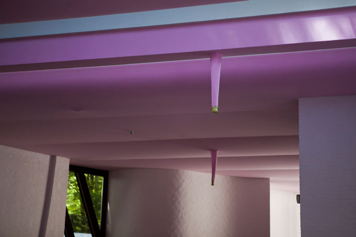 10 Knitwear Ceiling, 2011  Courtesy of Erwin Wurm (Braempaviljoen/Braem Pavillion/Pavillon Braem)photo © Jesse Willems