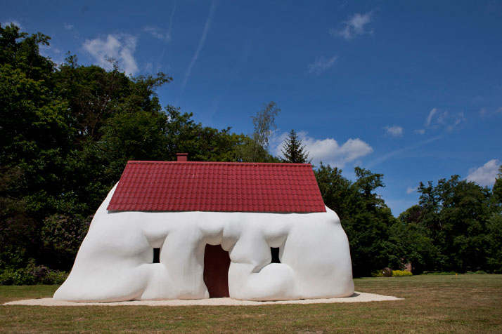 Fat House, 2003, © Erwin Wurm Courtesy Xavier Hufkens Gallery, Brussels/ Galerie Thaddaeus Ropac, Salzburg/ Paris photo © Jesse Willems