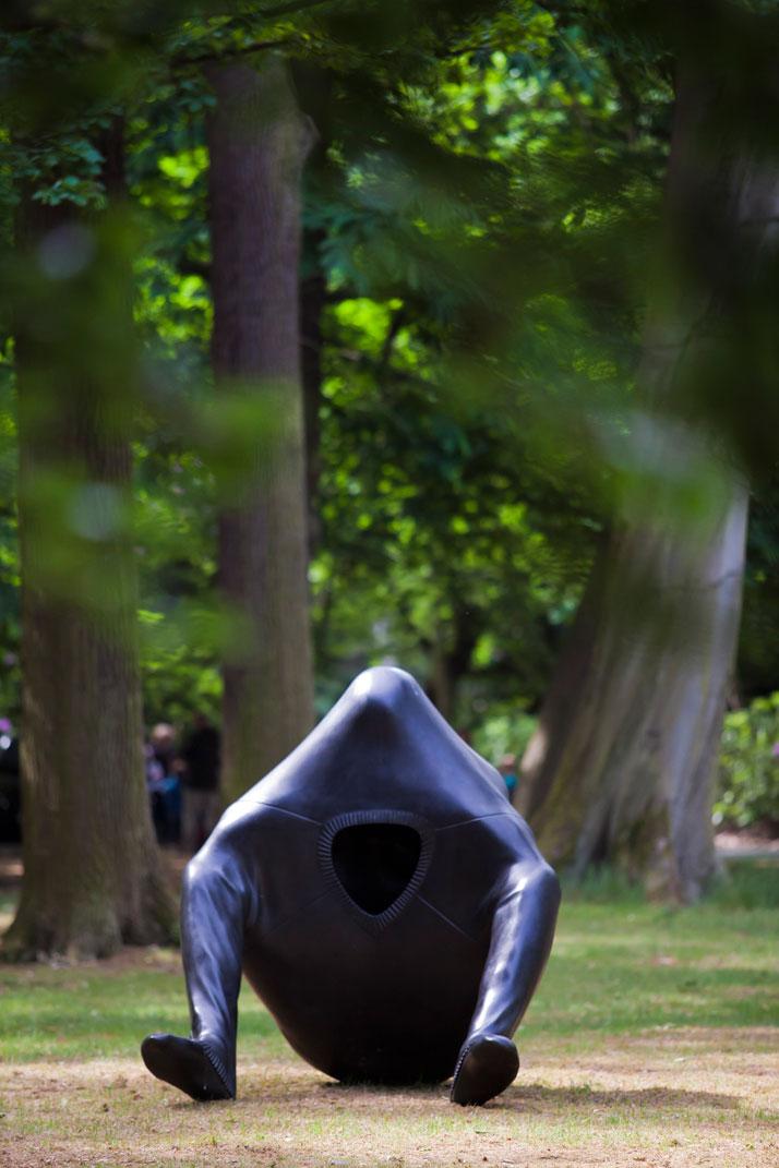 Big Gulp, 2009, © Erwin Wurm Collection Bonem - Courtesy Xavier Hufkens Gallery, Brusselsphoto © Jesse Willems