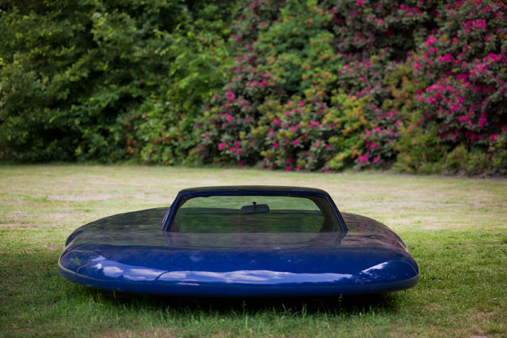 UFO, 2006, © Erwin Wurm Courtesy Xavier Hufkens Gallery, Brusselsphoto © Jesse Willems