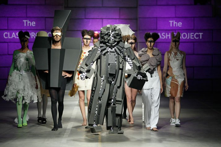 Catwalk: Group walk on the catwalkphoto © Peter Stigter