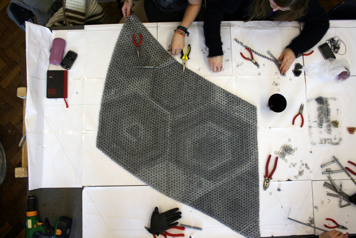 The making of Yachiyo metal rug, photo © Philippe Malouin