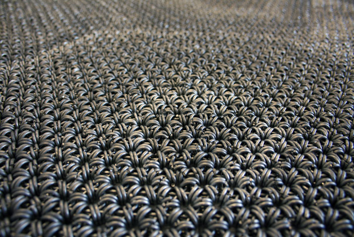 Yachiyo metal rug (detail), photo © Philippe Malouin