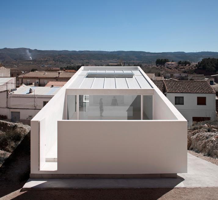 House On The Rocks By Fran Silvestre Architects Yatzer