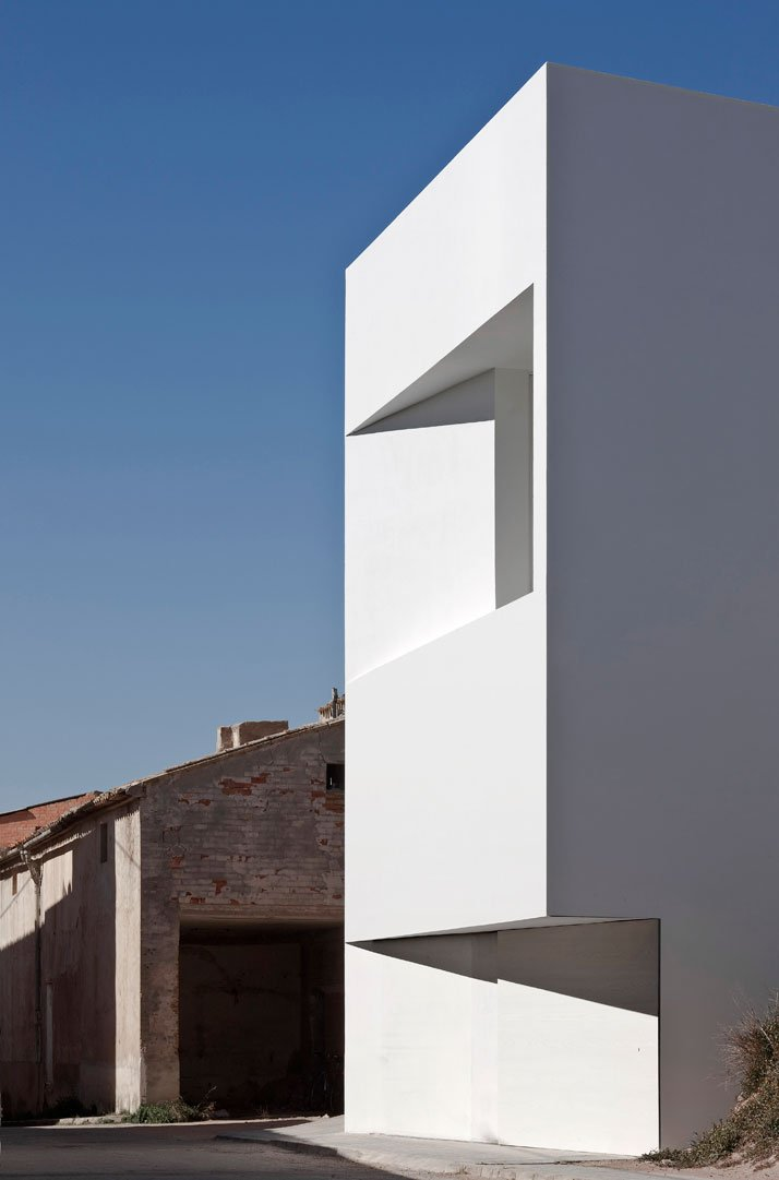 House on the rocks by fran silvestre architects yatzer - Fran silvestre arquitectos ...