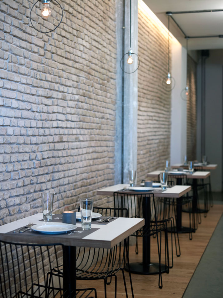 Prosopa restaurant yatzer for Pictures for restaurant walls