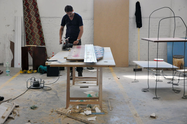 TOBIAS SCHÄFER, The making of DRAWN SHELF AND STOOLS, READY TO RUMBLEdPHOTO © JULIEN RENAULT