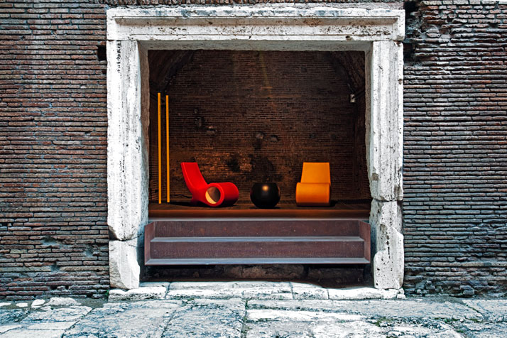 Fish Chairs by Satyendra Pakhalè and bong coffee table by Giulio Cappellini for Cappelliniphoto by Alessandro Rizzi, Courtesy of Meet Design